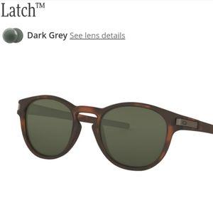Oakley Latch matte tortoise dark grey